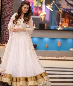 Gorgeous Ayeza Khan On Set Of Upcoming Eid Show