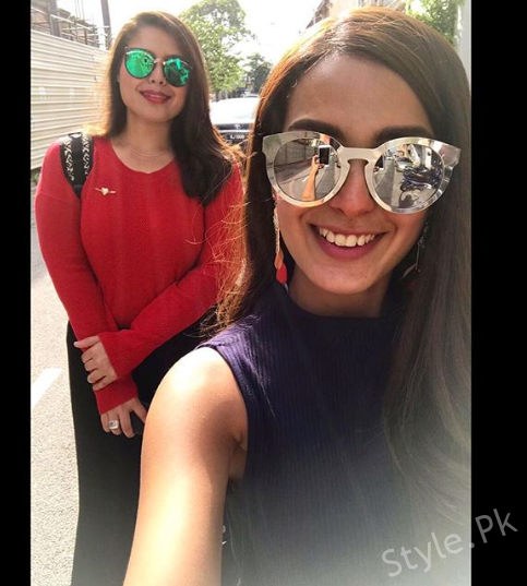 See Beautiful Pictures of Iqra Aziz with her Sister Sidra Aziz