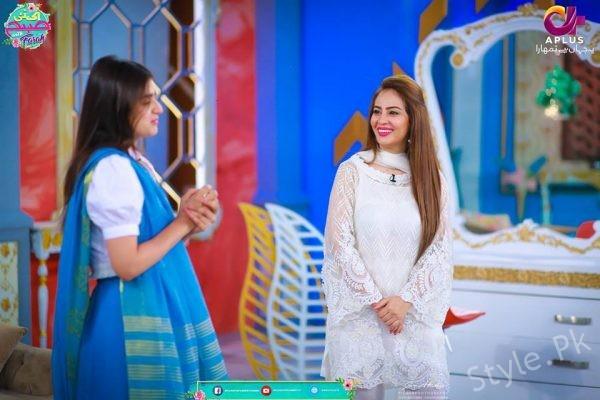 Hira Mani in Morning Show EK Nayi Subha With Farah Sadya
