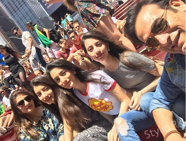 Saleem Sheikh with his Wife and Daughters in New York (10)