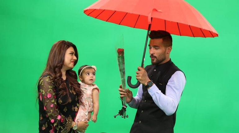 See Mohammad Amir with his wife and daughter in Morning Show