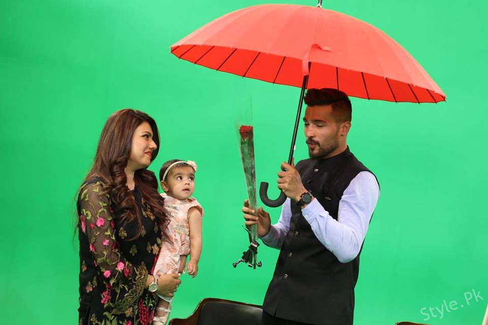 Mohammad Amir With His Wife And Daughter In Morning Show